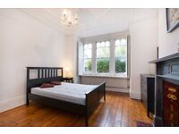 ***ELMFIELD ROAD, SW17 - A STUNNING LARGE 1 BED FLAT WITH ALL BILLS INCLUDED - VIEW NOW