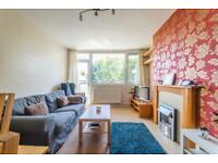 2 bedroom flat in 17 Kersfield Road, London