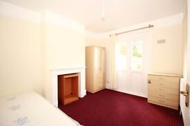Clean Double Room CHEAP Near Upton Park Station