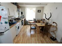 Spacious Three Bed Flat with Balcony N19