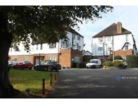 1 bedroom flat in Heath Court, Uxbridge, UB8 (1 bed)