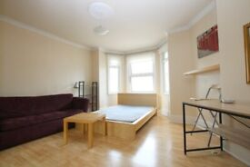 BRIGHT 2 BED FLAT CLOSE TO ZONE 2 STATION - CALL THE OFFICE NOW FOR VIEWINGS!!