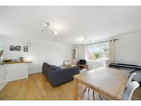 Two bed top floor apartment located close to Woodside Park station £1350PCM