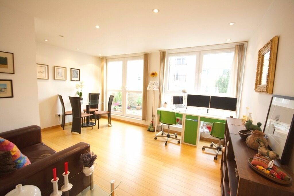 AVAILABLE NOW TOP FLOOR 1 BED WITH TERRACE AREA OFFERED FURNISHED IN HELION COURT CANARY WHARF E14
