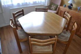 Oak Dininig Table & Chairs