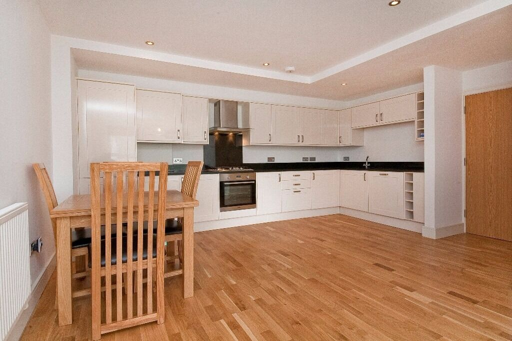 EXCEPTIONAL 2 DOUBLE BEDROOM, 2 BATHROOM APARTMENT LOCATED MOMENTS FROM KENTISH TOWN UNDERGROUND