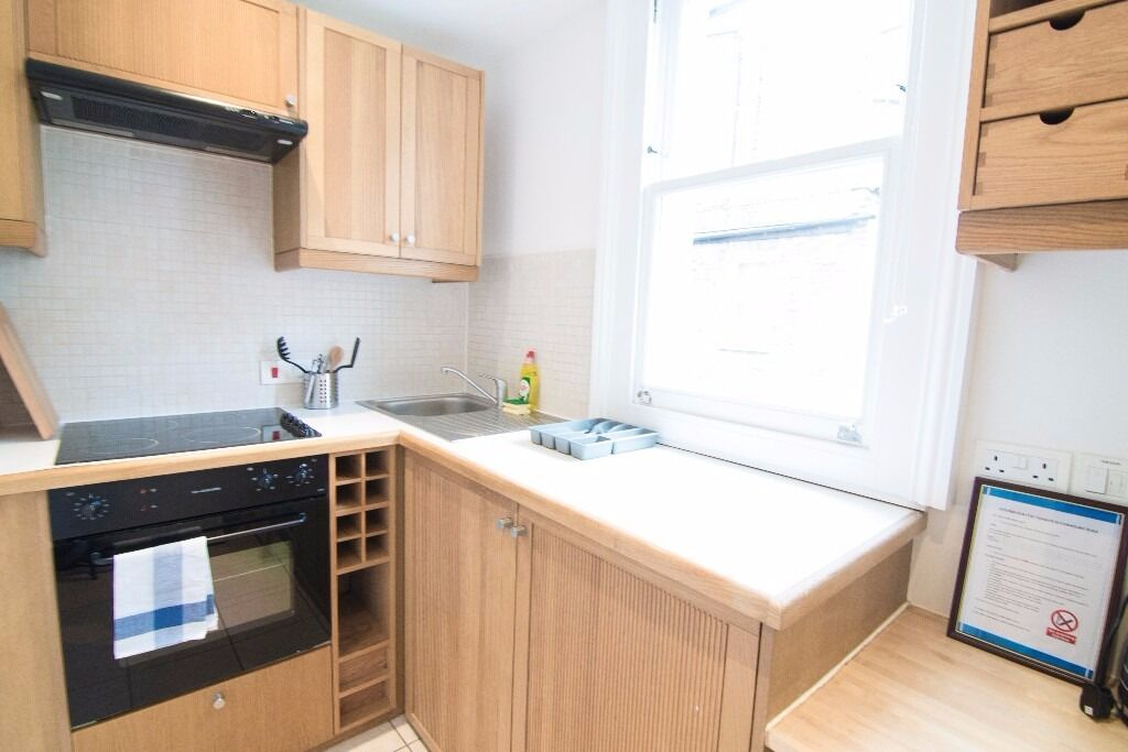 -LARGE STUDIO WITH SEPARATE KITCHEN, JUST BEEN REFURBISHED