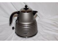 Boxed DeLonghi Scultura 3KW Kettle. Retro design. Champagne design.