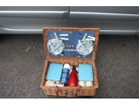 Brexton Picnic Basket 50s / 60s, ideal for classic car etc