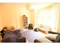 This gorgeous 4 Bed near Clapham North Station - Amazing Location!