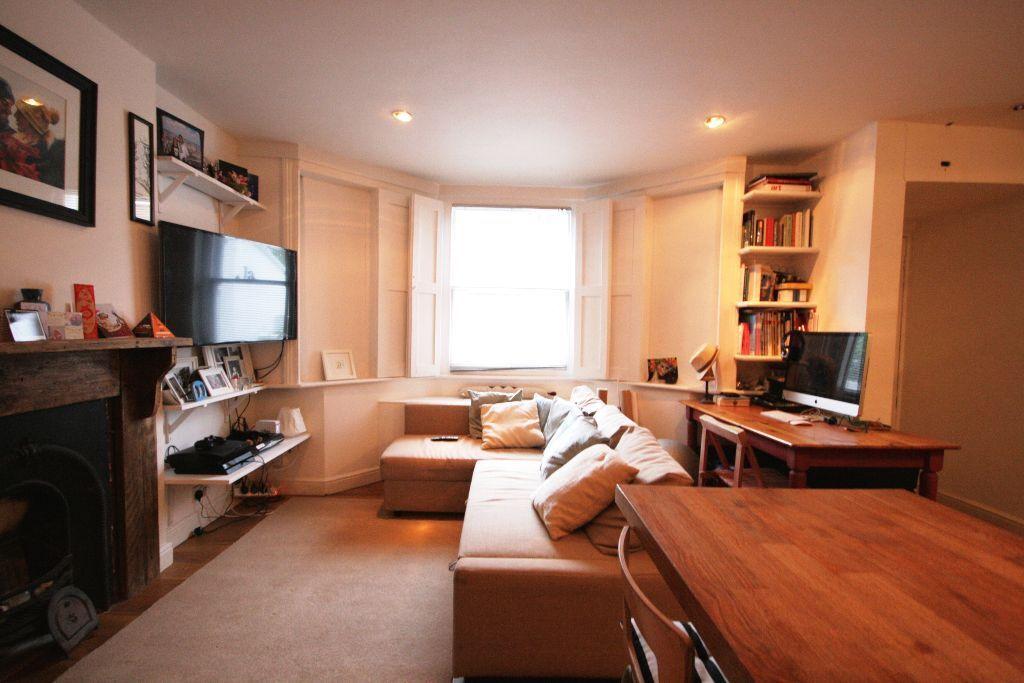 Wonderful Two Bedroom Flat - Clapham