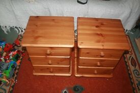 A PAIR OF 3 DRAWER BEDSIDE CABINETS