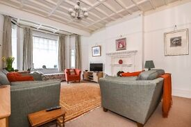 *A stunning and spacious, ground floor, furnished, studio apartment to rent in W9 £375pw/£1,625pcm*