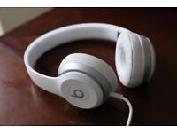 Beats Solo 2's White. Great condition