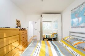 Available Immediately - 1 Bed Flat 430pw - Near Kings Cross Station. Water/Gas included in Rent!