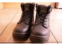 DUNLOP SAFETY BOOTS. UK 8