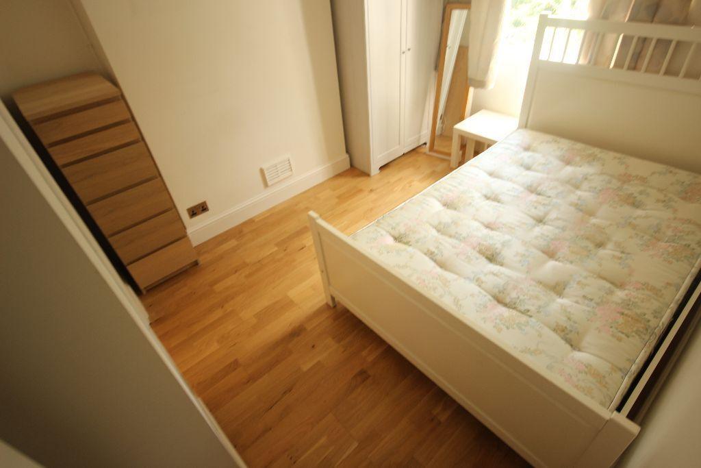 1 Double Bedroom flat in Camden/Mornington Cresc. Wood floors, Modern en-suite shower room! £320pw