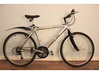Hybrid commuter bike with mudguard