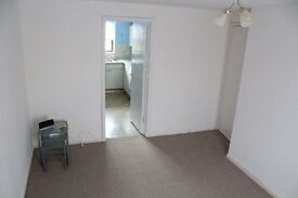 BRIGHT 2 DOUBLE BEDROOM FLAT WITH PARKING SPACE BY COLLINGDALE STATION NW9