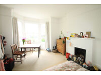 A stunning & unique two bedroomed period conversion w/ a lot of character & light - Tufnell Park N19