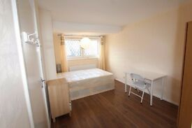 SPACIOUS ROOM IN MODERN 4BED FLAT**CLEAN AND TIDY!
