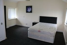 Large Double En Suite Room in BD9 next to Lister Park and close to the BRI