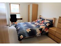 Stunning 2 bed flat moments from the Station companies accepted