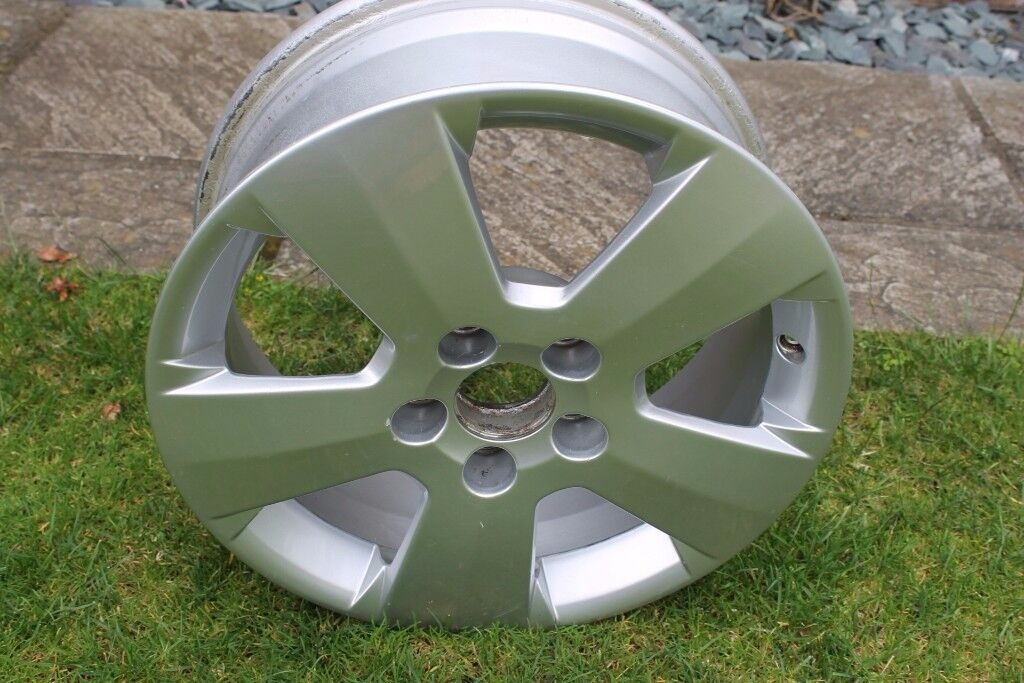 "Alloy Wheel Vauxhall Vectra C 16"" 5 stud size 6 1/2 J x 16 ET41 in very good condition"