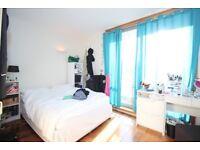 Sunny and Bright Double Room near Angel
