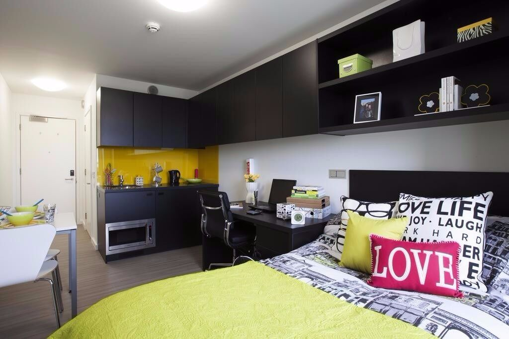Luxury Large Ensuite Studio With Wifi & Gym, Nice Block For Students. Bills Inc. Near Station & shop