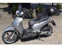 Brilliant Aprilia Scarabeo 250 ie Vespa scooter, driven only 8801 miles