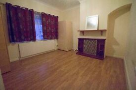 DOUBLE ROOM IN BECONTREE {Near Station+Bills+Wifi+Cleaning} *Must See*