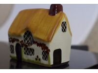 Collectible - Miniature pottery house /cottage: VINTAGE Ceramic Model of a Charming Thatched Cottage