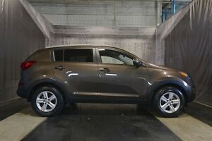 2014 Kia Sportage w/ LOW KMS / ALL WHEEL DRIVE / PARK ASSIST
