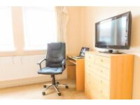 Cosy large room, with Fiber WiFi, 3min to Tube Station Coffe Machine, TV LCD. Must be seen.
