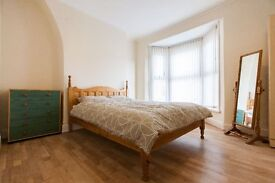 4 Rooms in Brand New Refurbed House Warm, Clean, Quiet, Very Close to City Centre and Royal Hospital