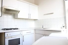 MUST VIEW 2 BED IN IG8 ,FREE PARKING,MINUTES FROM STATION,UNFURNISHED & AVAILABLE IMMEDIATELY