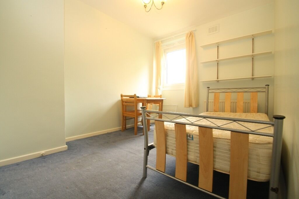 All Bills Included! Large Room With Living Room Close to Mile End Stepney Green Underground