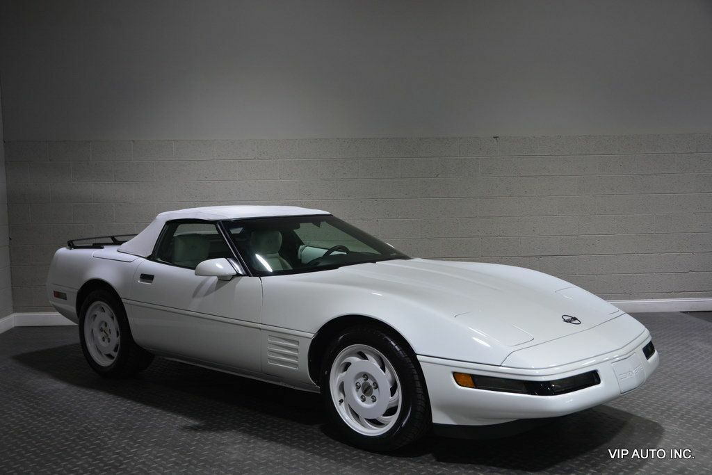 1993 White Chevrolet Corvette Convertible    C4 Corvette Photo 1