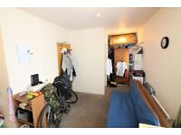 SELF CONTAINED STUDIO FLAT IN BOSCOMBE FOR ONLY £400PCM! - NO ADMIN FEE! - TOTAL MOVE IN COST £800!