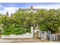 Beautiful apartment with 4 bedrooms, large private garden and receptions located in Chiswick W4