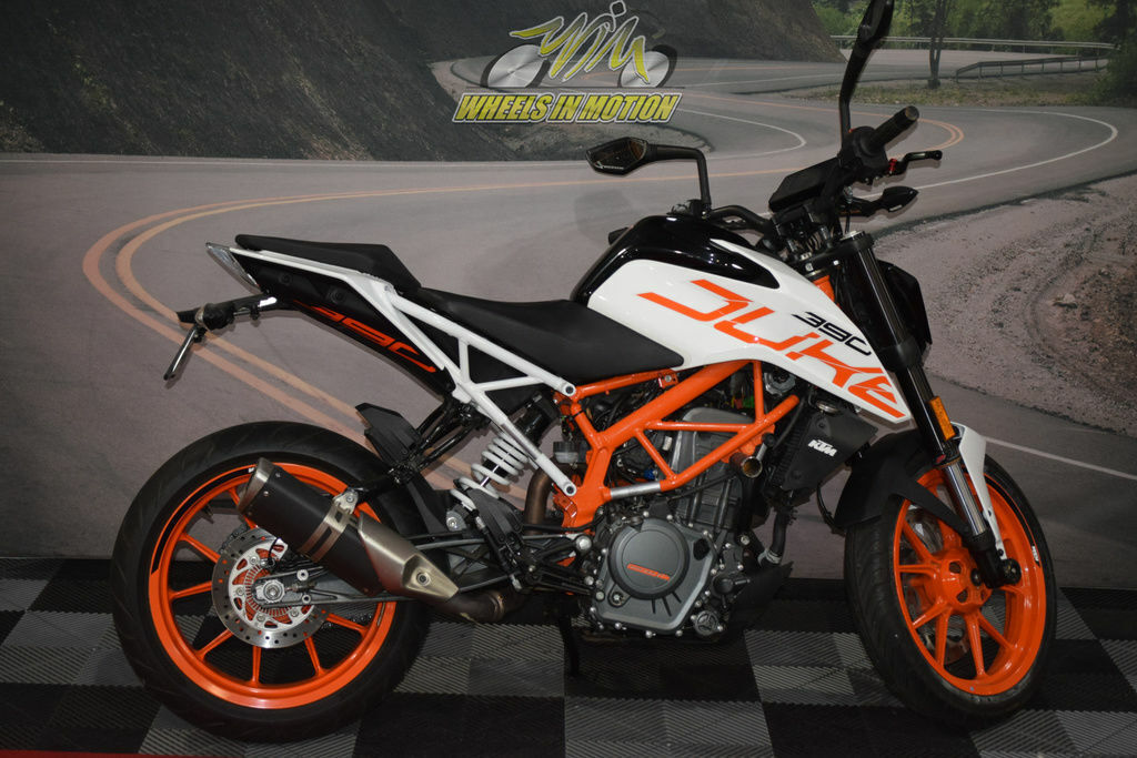Picture of A 2018 KTM 390 Duke