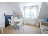 Call Brinkley's today to see this spacious and modern, two double bedroom, flat. BRN1284781