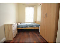 Room with all bills included located under 10 mins walk to Finsbury Park Station.