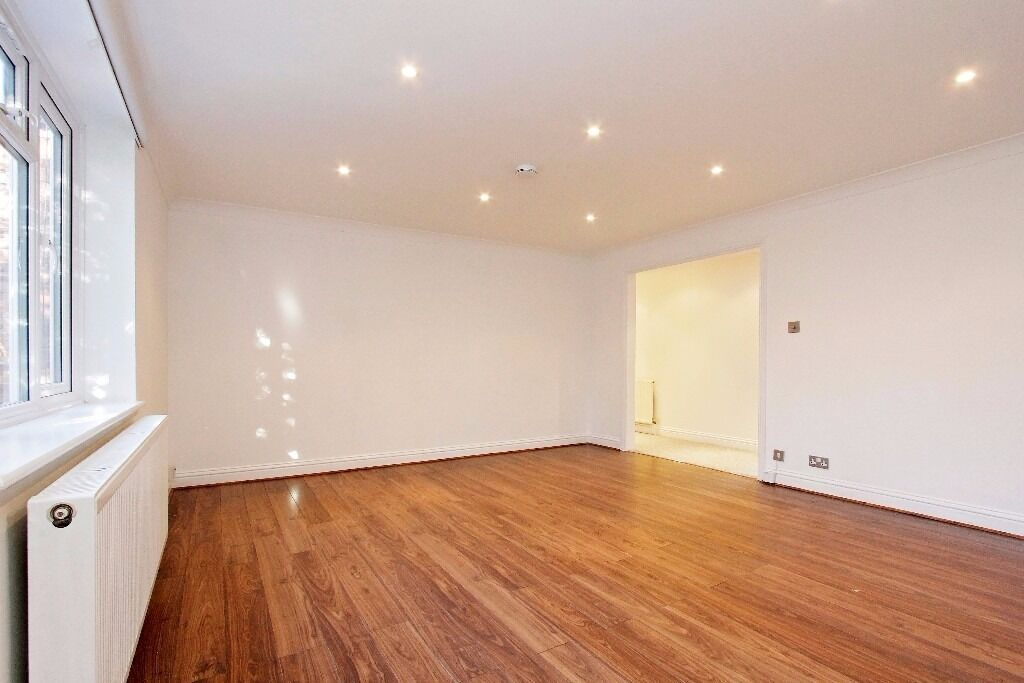 Newly refurbished two bedroom flat in great location - Tejas Court, NW4