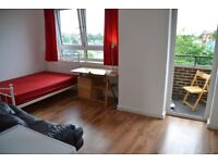 Lovely and Spacious Double Room with Private Balcony -Zone 2-Greenwich