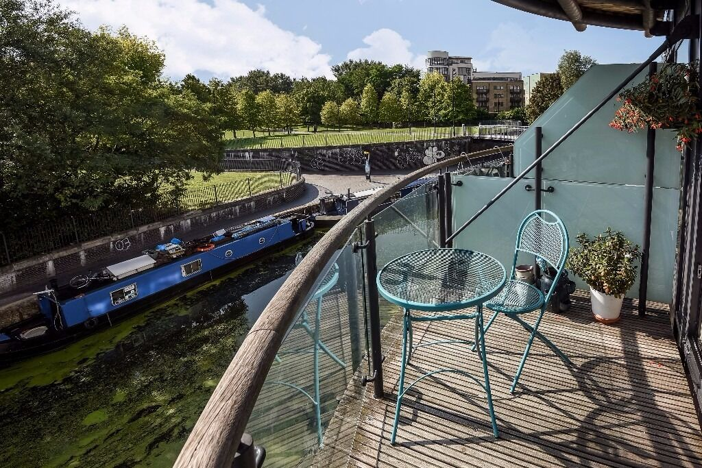 Basin Approach - A spacious two bedroom two bathroom apartment with canal views and concierge