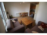 A lovely 3 bedroom flat on Lavender Hill (available 1st May)