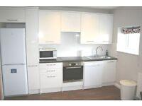 Modern 3 double bedroom flat in Putney Vale, new kitchen & bathroom