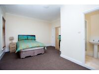 LARGE ENSUITE ROOM TO RENT, NEWLY DECORATED, FULLY FURN, ALL BILLS INC, SKY TV, WIFI, NO DEPOSIT